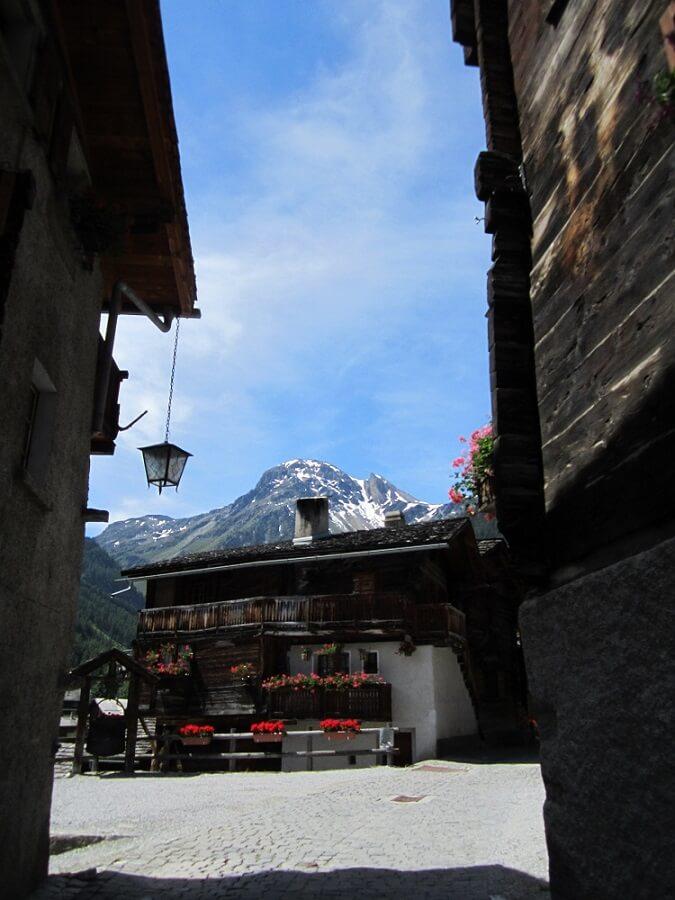 スイスの秘境・グリメンツ村