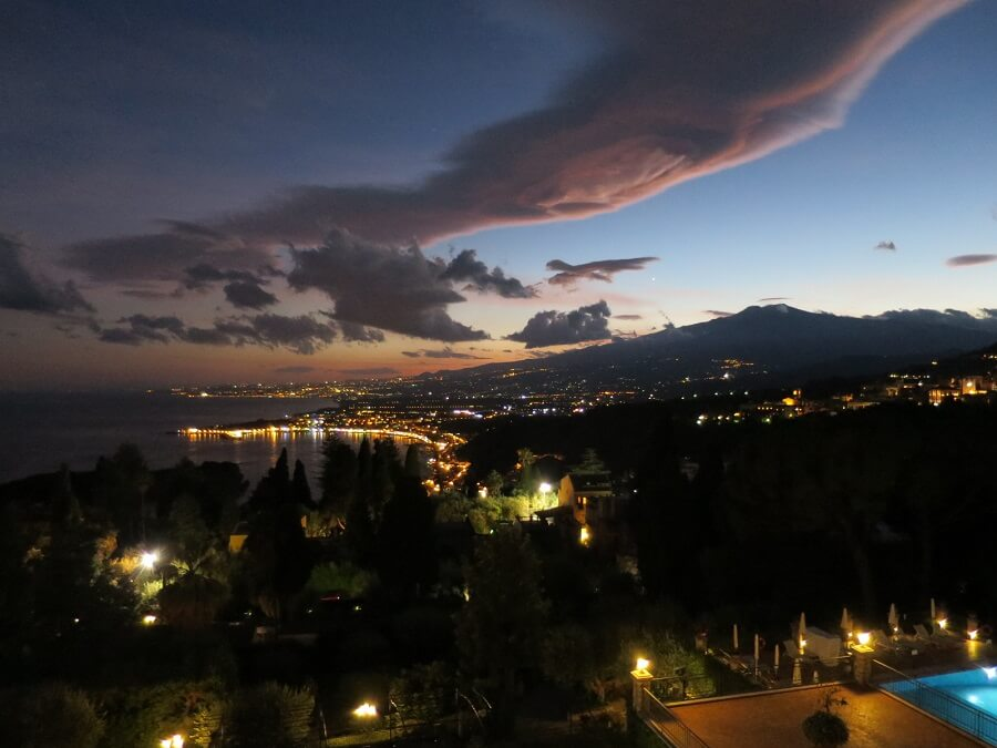 タオルーミーナ(ティメオよりエトナ山を望む夕暮)