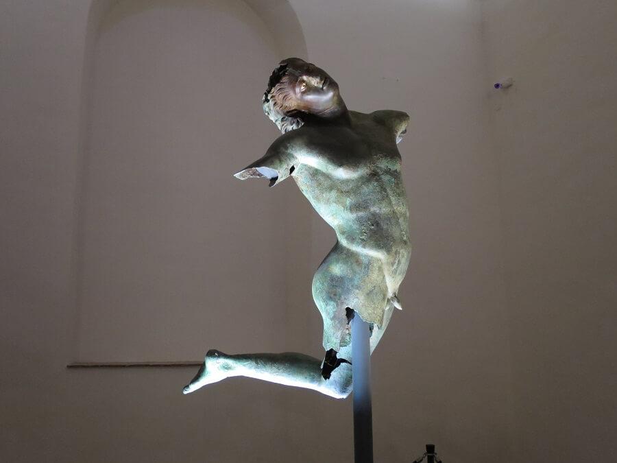 マザーラ・デル・ヴァッロ(踊るサテュロス像)