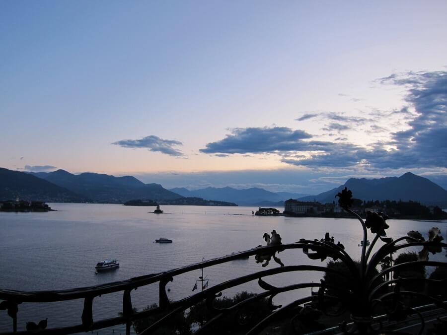 マジョーレ湖の朝焼(イタリア)
