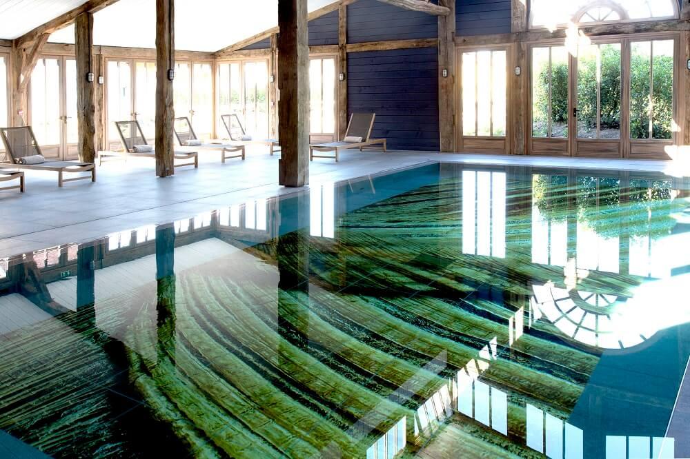 レ・スース・ドゥ・コーダリー(ボルドー)室内プール
