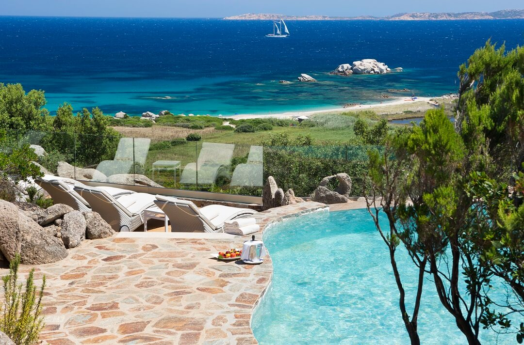 VALLE_DELL'ERICA Hotel La Licciola プール付きのシービュー列島スイート