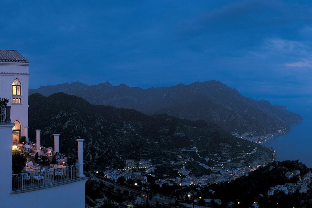 ホテル カルーソ テラス夜景
