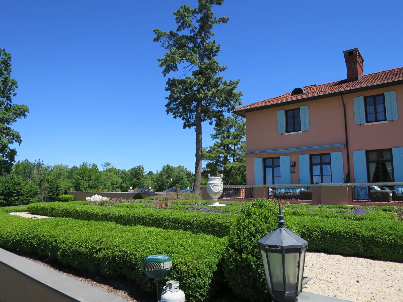 ⑨ グレンミア 外側ガーデンよりホテル2