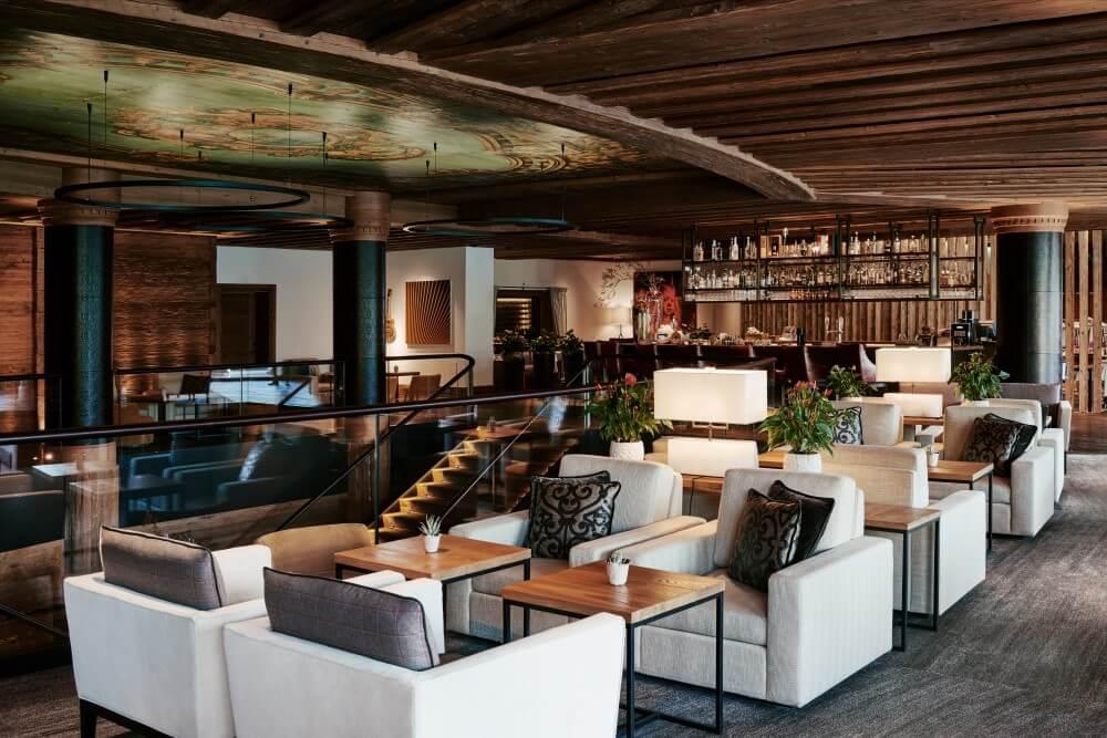 アルピナ グスタード Lounge & Bar