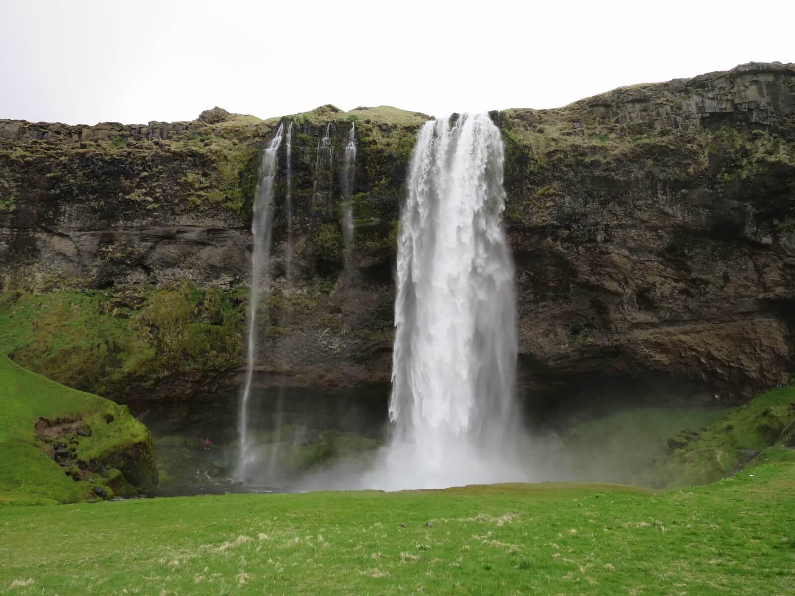 アイスランド レポート センリャランスフォス滝