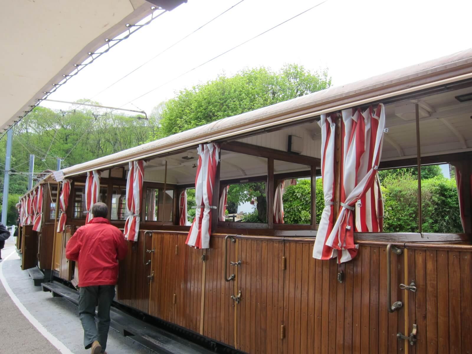 フレンチバスク ラリューヌ登山列車