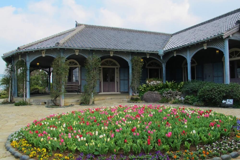 長崎 グラバー園 旧グラバー住宅とチューリップ