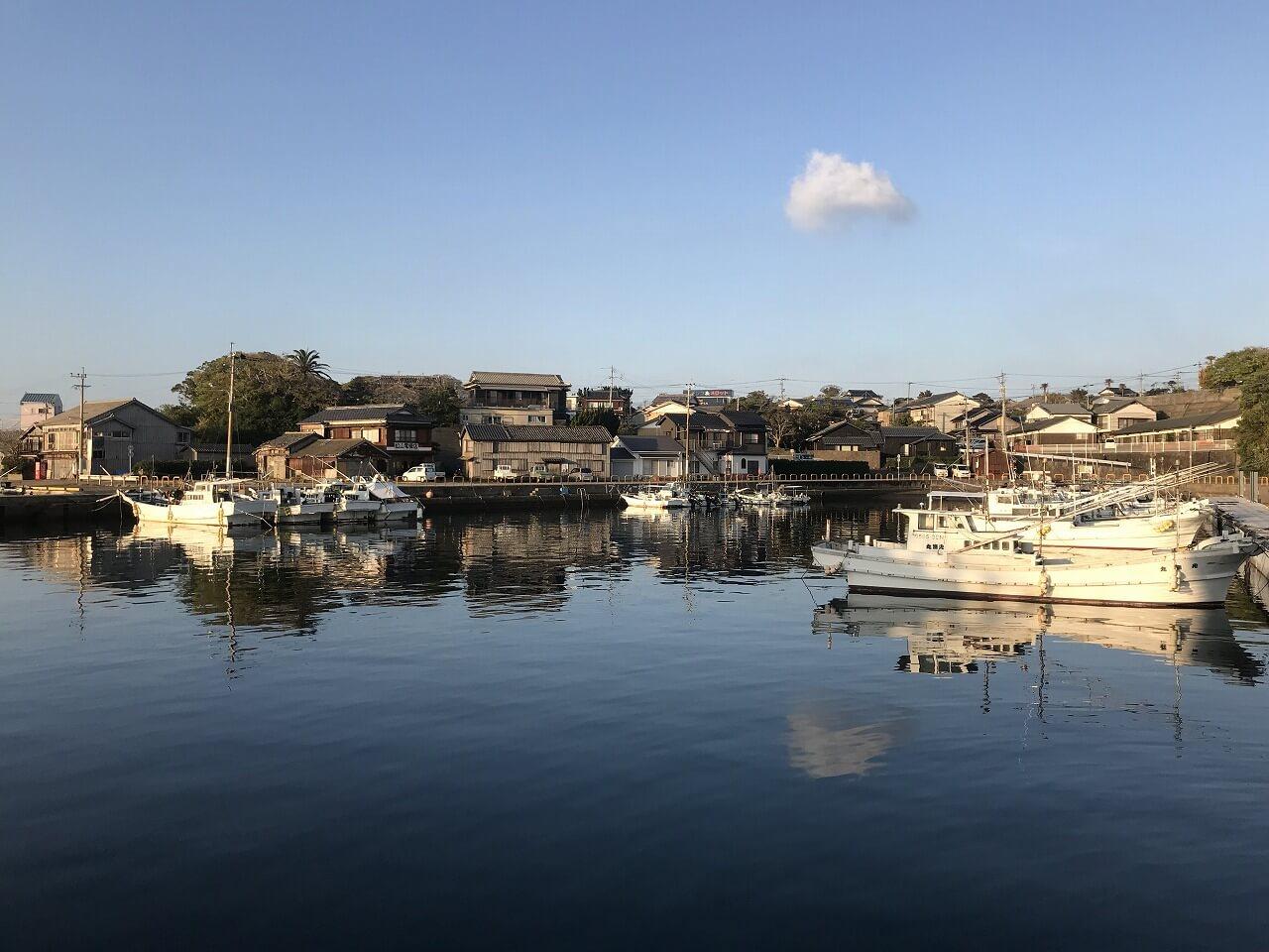 小値賀島 日月庵(庵の前の漁港)