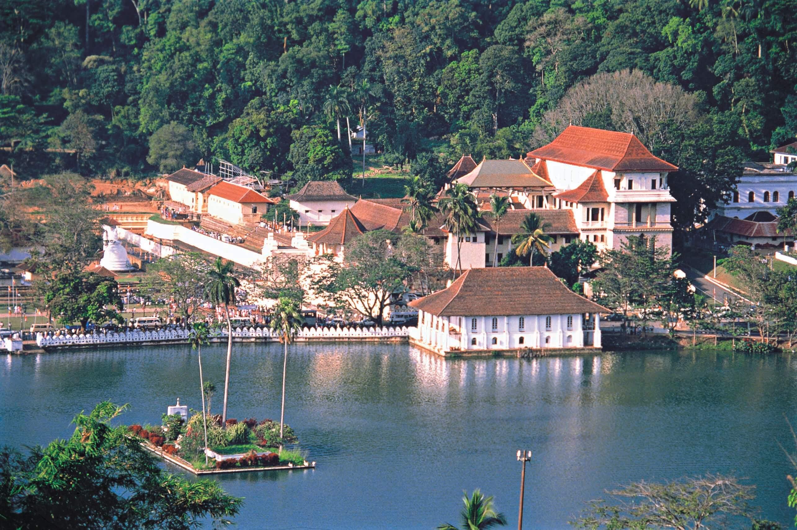 スリランカ キャンディ湖