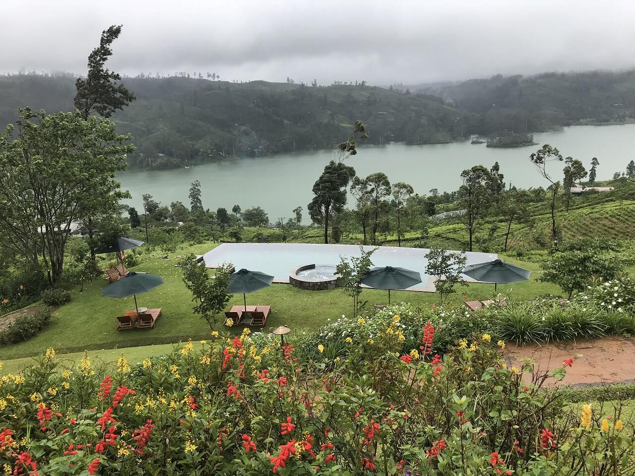 「セイロン紅茶」の国・スリランカ 2湖を望む絶景